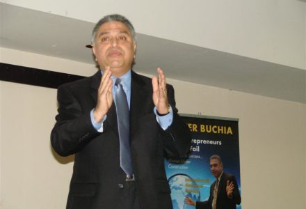 Nozer Buchia – Speaker, Author, Entrepreneur – Inspires Hundreds with New Book