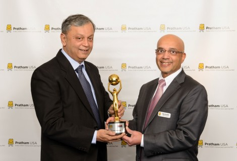 Dr. Madhav Chavan presents Vijay with the  first NRI of the year Award for Philanthropy given by Times Now and ICICI Bank in India