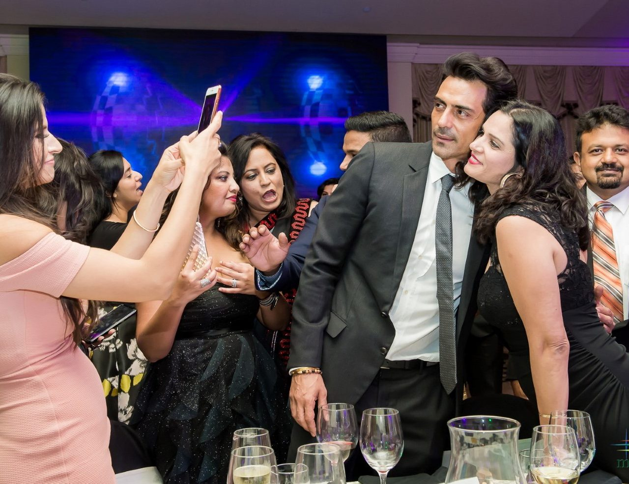 Air kisses and plenty of flirtation: Arjun Rampal Mesmerizes Houstonians With His Generosity At CRY Foundation Gala Dinner